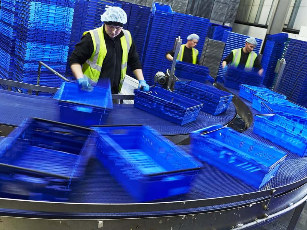 IWM109 - IWM's bespoke traywasher is helping PHS Teacrate keep logistic trays clean